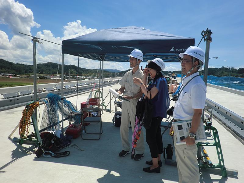 福岡のカラーコンサルタント、宮崎の橋のカラー提案の様子